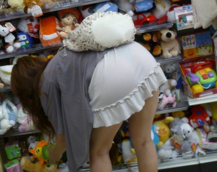 パンツ透けすぎ女子の街撮り素人エロ画像-039