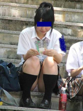 パンチラ女子の街撮り素人エロ画像-036