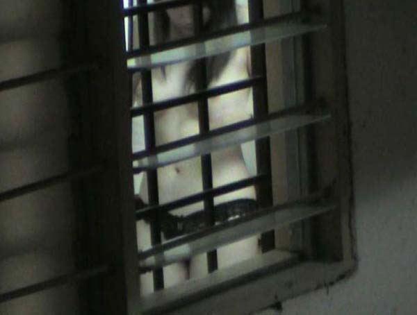 窓やカーテンをちゃんとシメない結果とられた民家盗撮-008