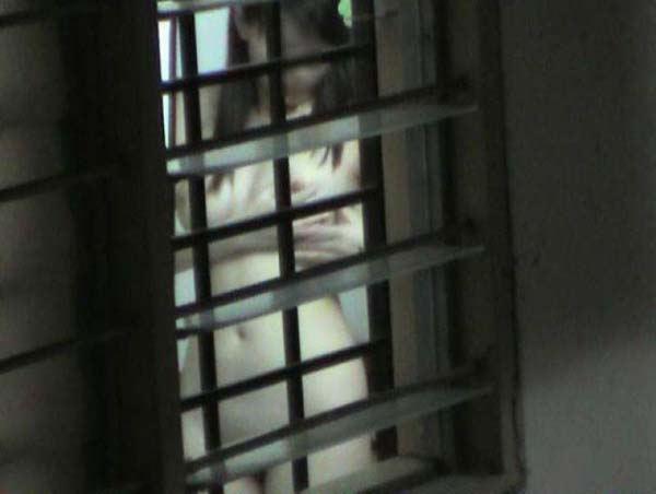 窓やカーテンをちゃんとシメない結果とられた民家盗撮-003