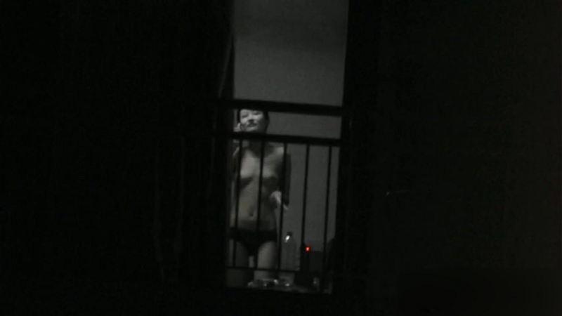 窓やカーテンをちゃんとシメない結果とられた民家盗撮-016