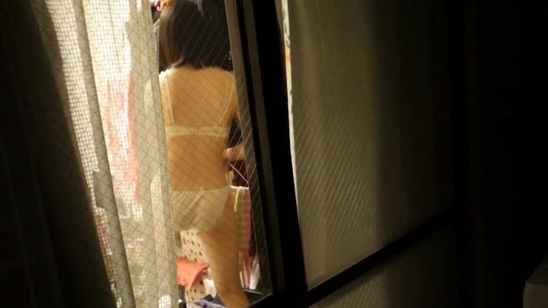 窓やカーテンをちゃんとシメない結果とられた民家盗撮-059