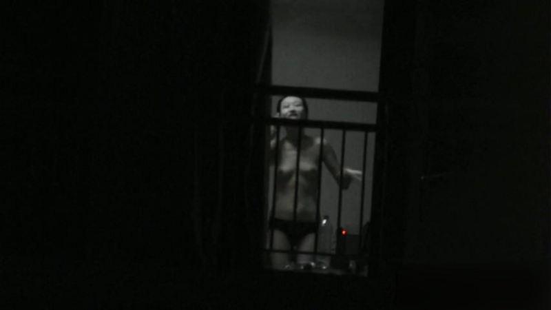 窓やカーテンをちゃんとシメない結果とられた民家盗撮-015