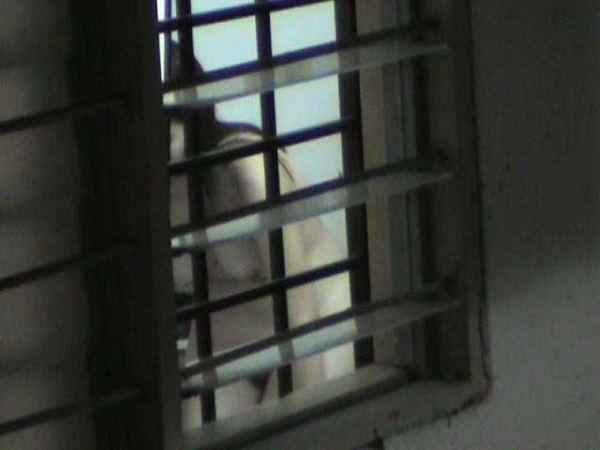 窓やカーテンをちゃんとシメない結果とられた民家盗撮-007