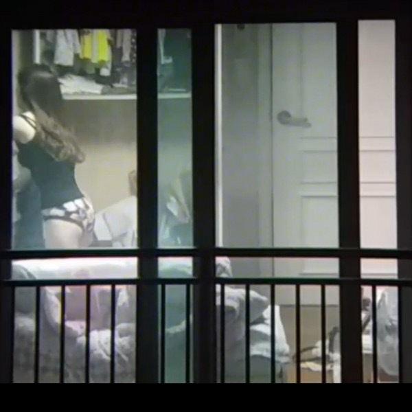 窓やカーテンをちゃんとシメない結果とられた民家盗撮-041