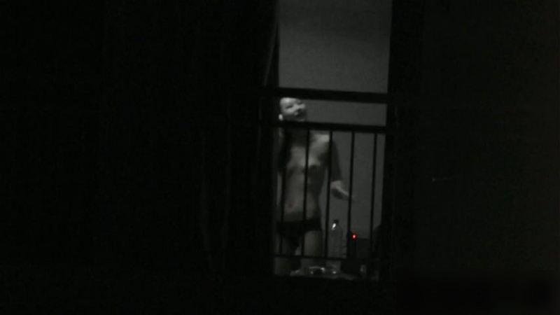 窓やカーテンをちゃんとシメない結果とられた民家盗撮-017