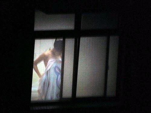 窓やカーテンをちゃんとシメない結果とられた民家盗撮-025