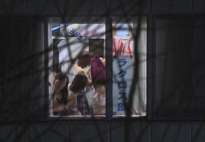 窓やカーテンをちゃんとシメない結果とられた民家盗撮-037