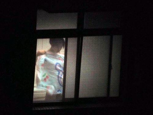 窓やカーテンをちゃんとシメない結果とられた民家盗撮-027