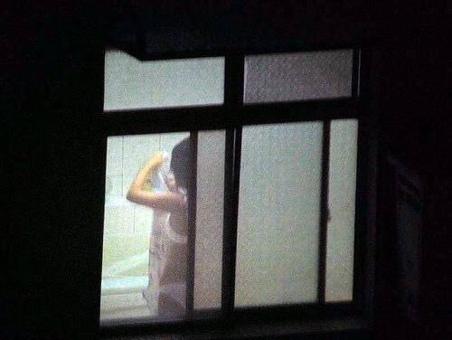 窓やカーテンをちゃんとシメない結果とられた民家盗撮-020