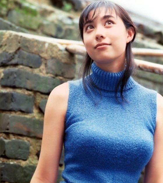 着衣巨乳やパイスラの胸元がエッチな素人エロ画像-414