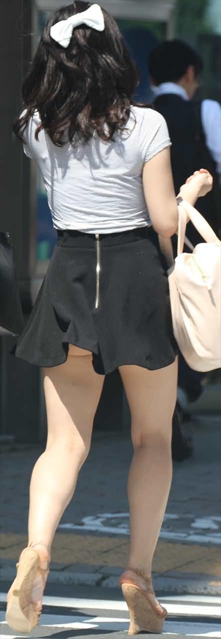 ミニスカート女子の街撮り素人エロ画像-026
