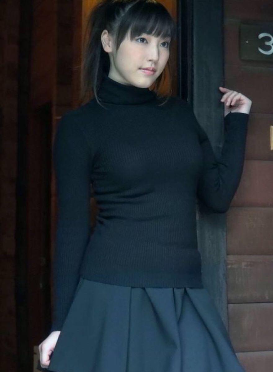 着衣巨乳やパイスラの胸元がエッチな素人エロ画像-179