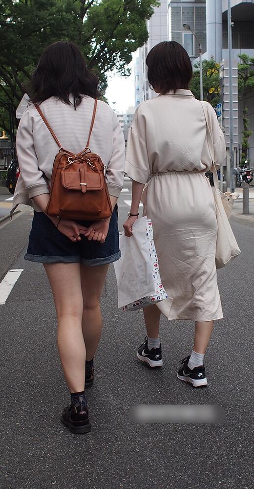透けパンやパン線がはっきりしたエッチな女性の後姿の街撮り素人エロ画像-054
