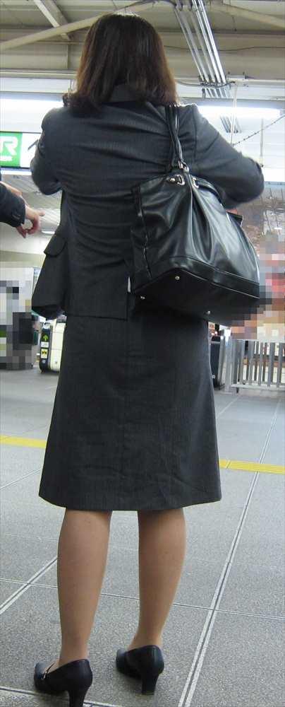 スカート女子の街撮り素人エロ画像-066