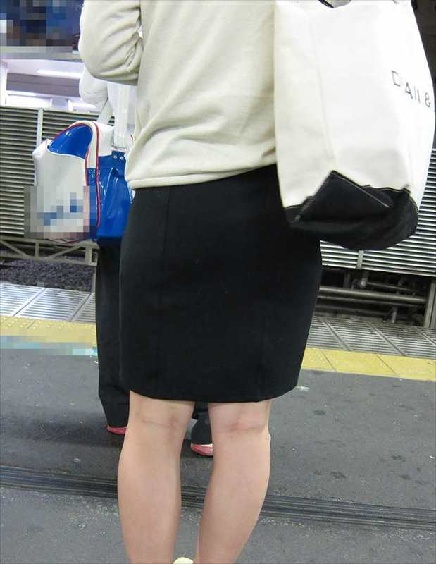 スカート女子の街撮り素人エロ画像-073