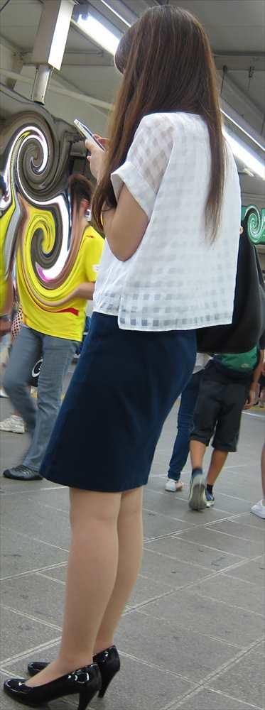 スカート女子の街撮り素人エロ画像-024