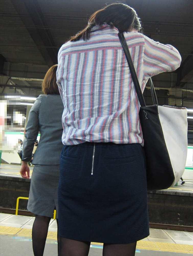スカート女子の街撮り素人エロ画像-063