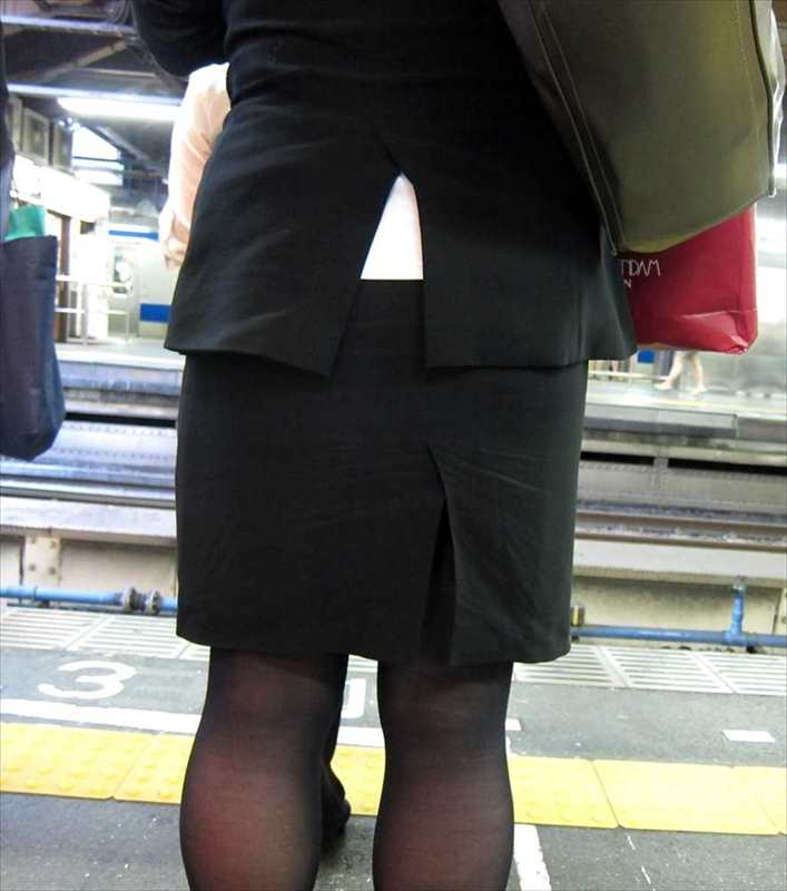 スカート女子の街撮り素人エロ画像-078