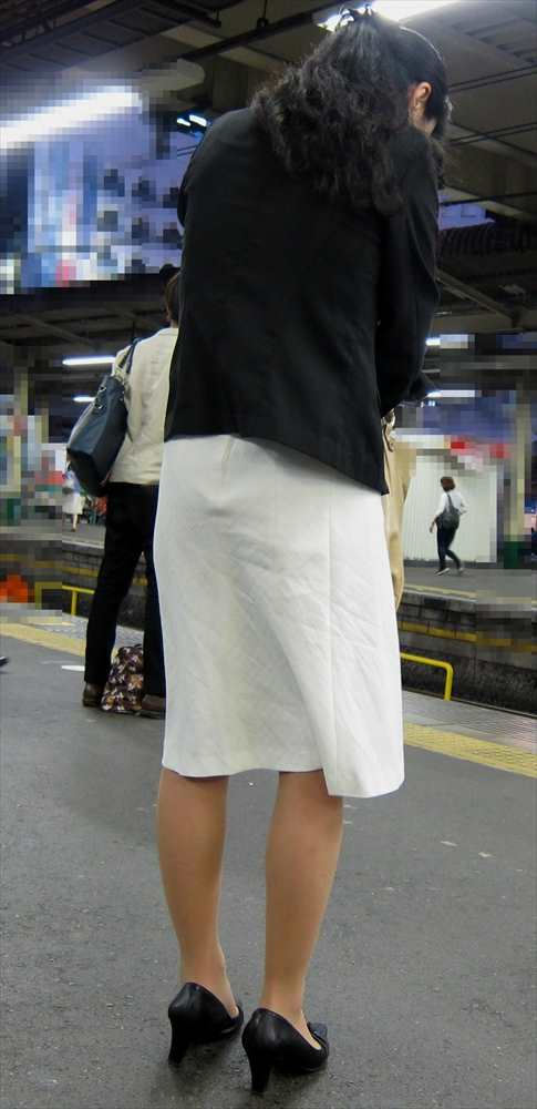 スカート女子の街撮り素人エロ画像-079