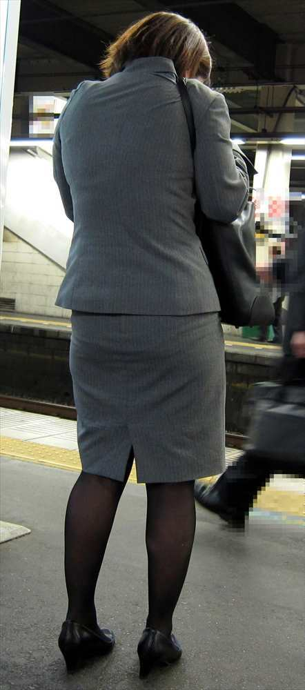 スカート女子の街撮り素人エロ画像-068