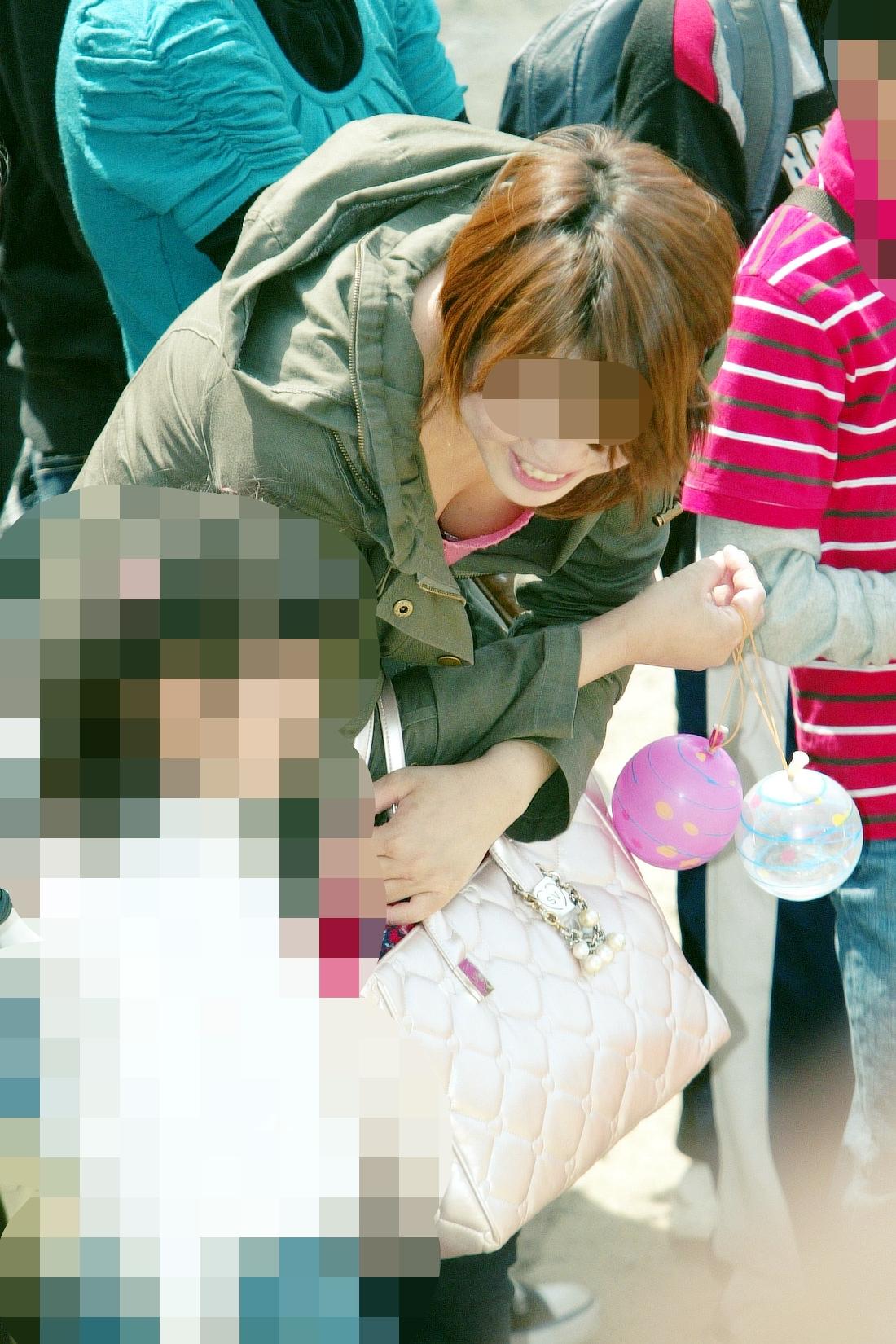 無防備エッチが酷い子連れ若ママの街撮り素人エロ画像-053