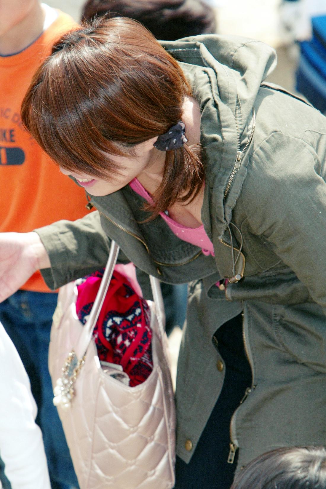 無防備エッチが酷い子連れ若ママの街撮り素人エロ画像-081