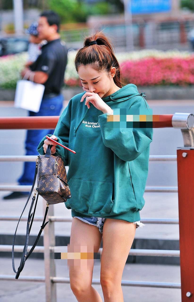 太ももとお尻がエッチなショートパンツ女子の素人エロ画像-028