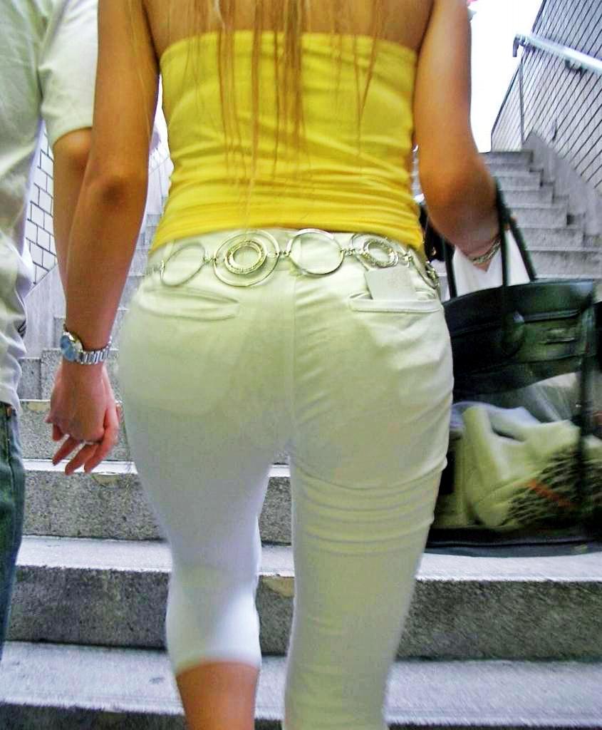 白のスカート・パンツの透けパン下半身の素人エロ画像-025