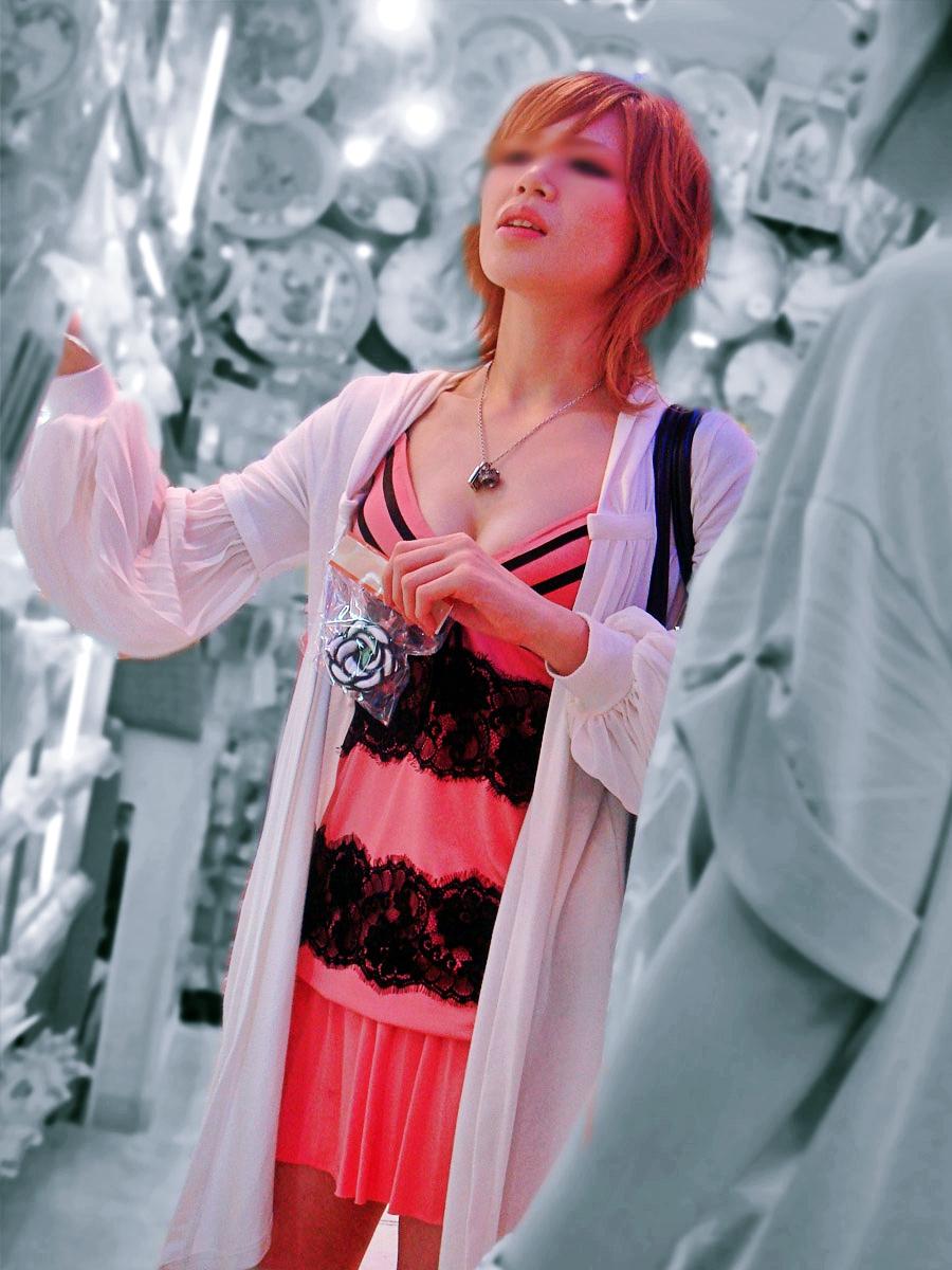 お買い物中がなんかエッチな女性たちの素人エロ画像-028