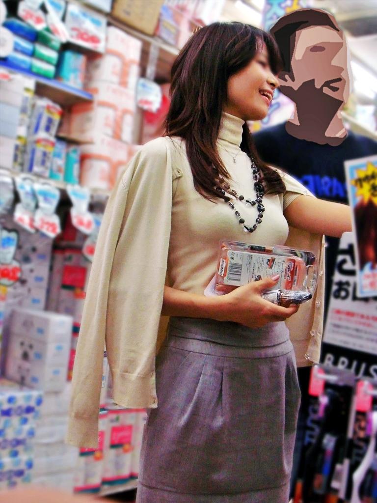 お買い物中がなんかエッチな女性たちの素人エロ画像-078