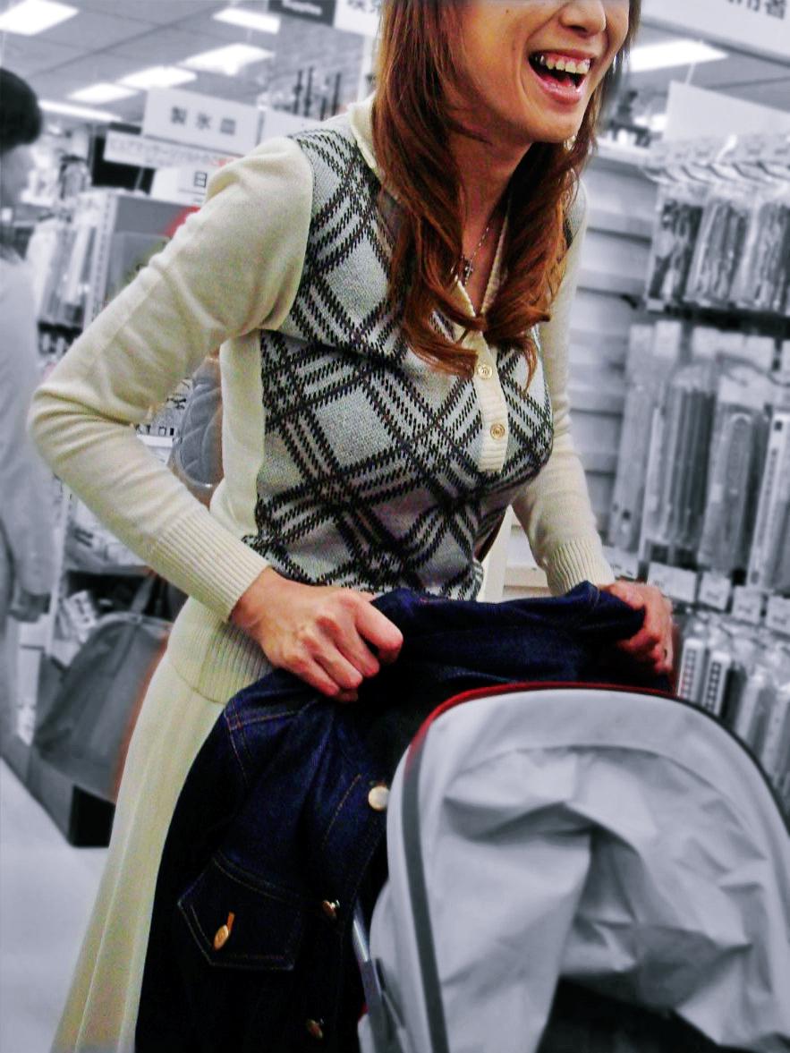 お買い物中がなんかエッチな女性たちの素人エロ画像-029