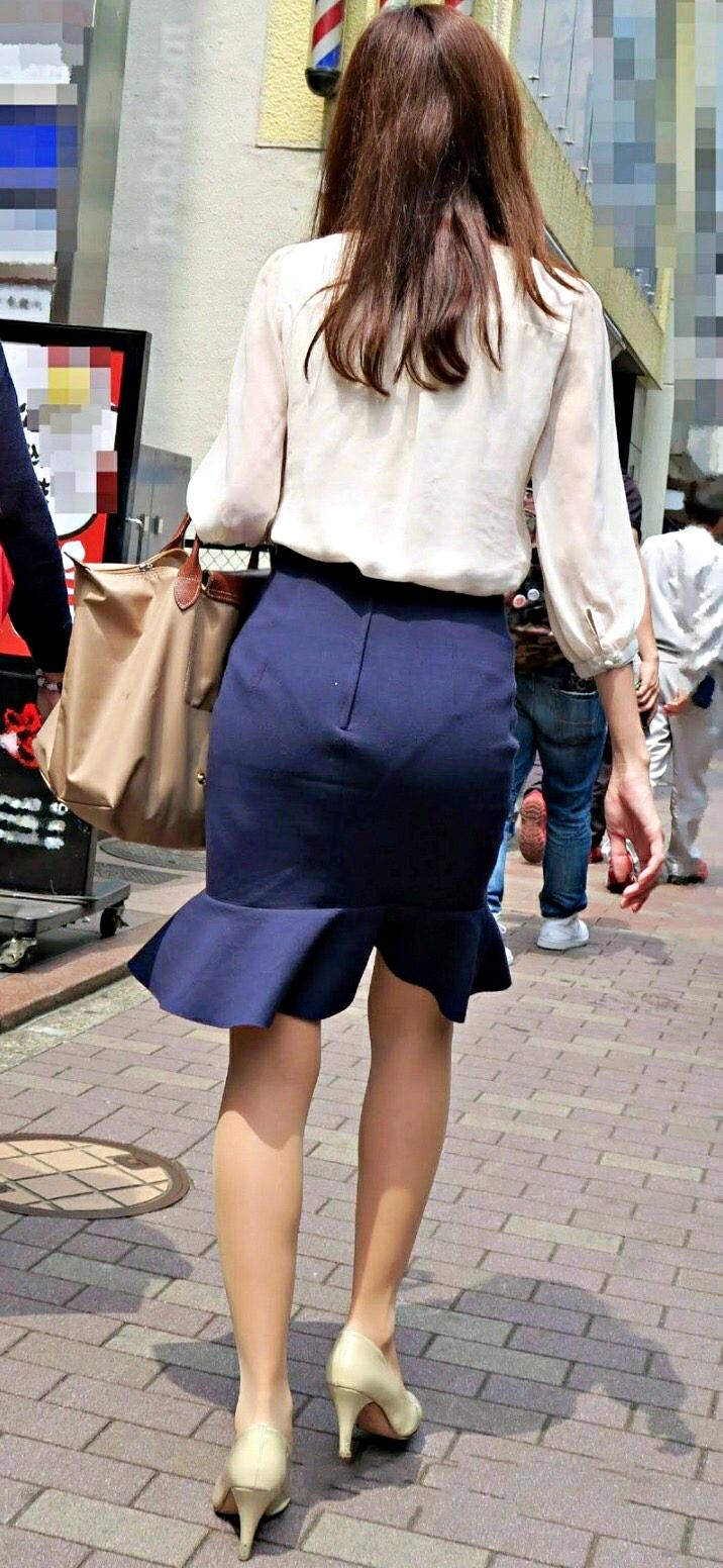 パンティラインや透けパンがエッチなお尻の盗撮素人エロ画像-006