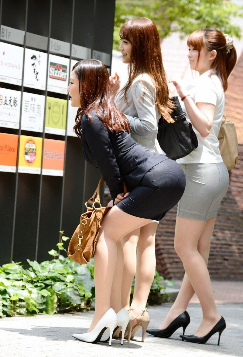 タイトスカートのお尻の素人エロ画像-010