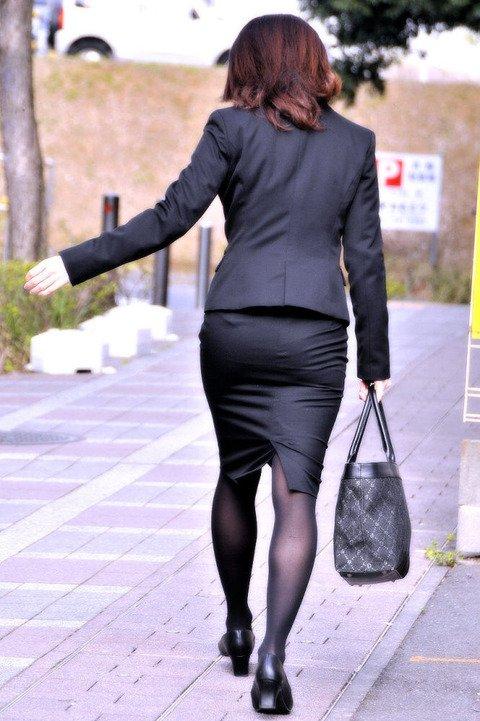 タイトスカートのお尻の素人エロ画像-030