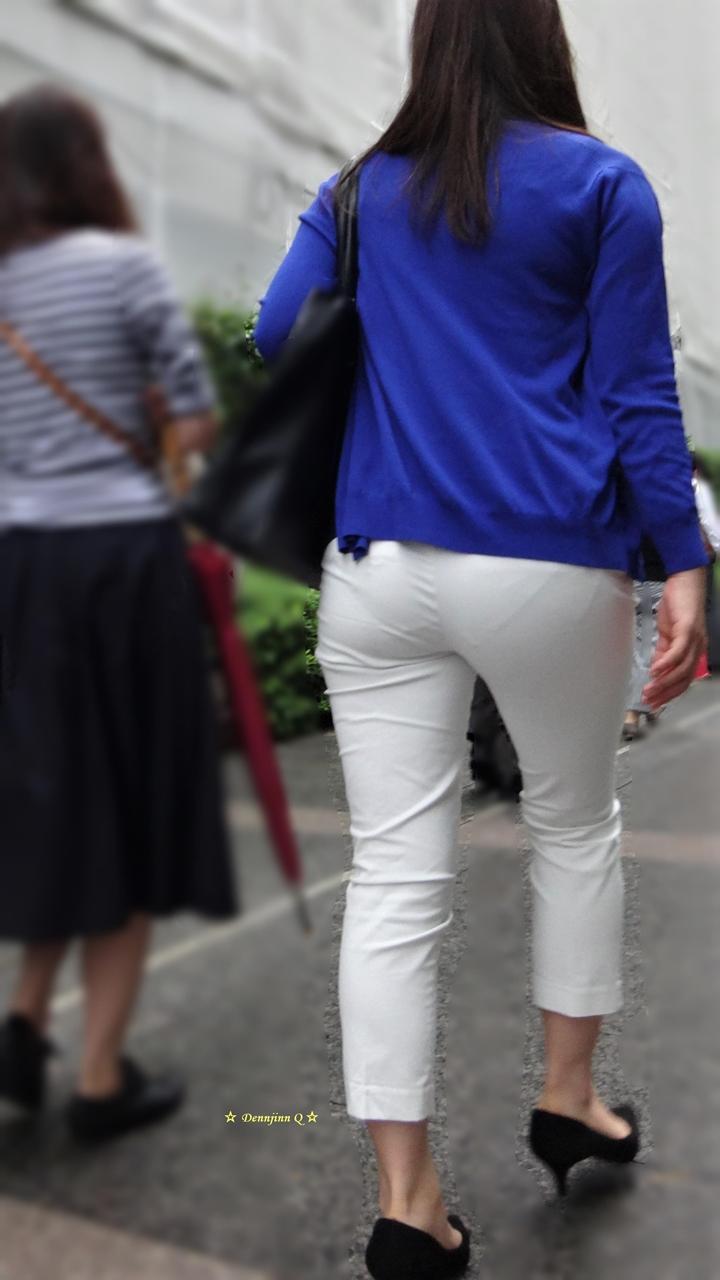 白パンツのお尻を街撮り素人エロ画像-057