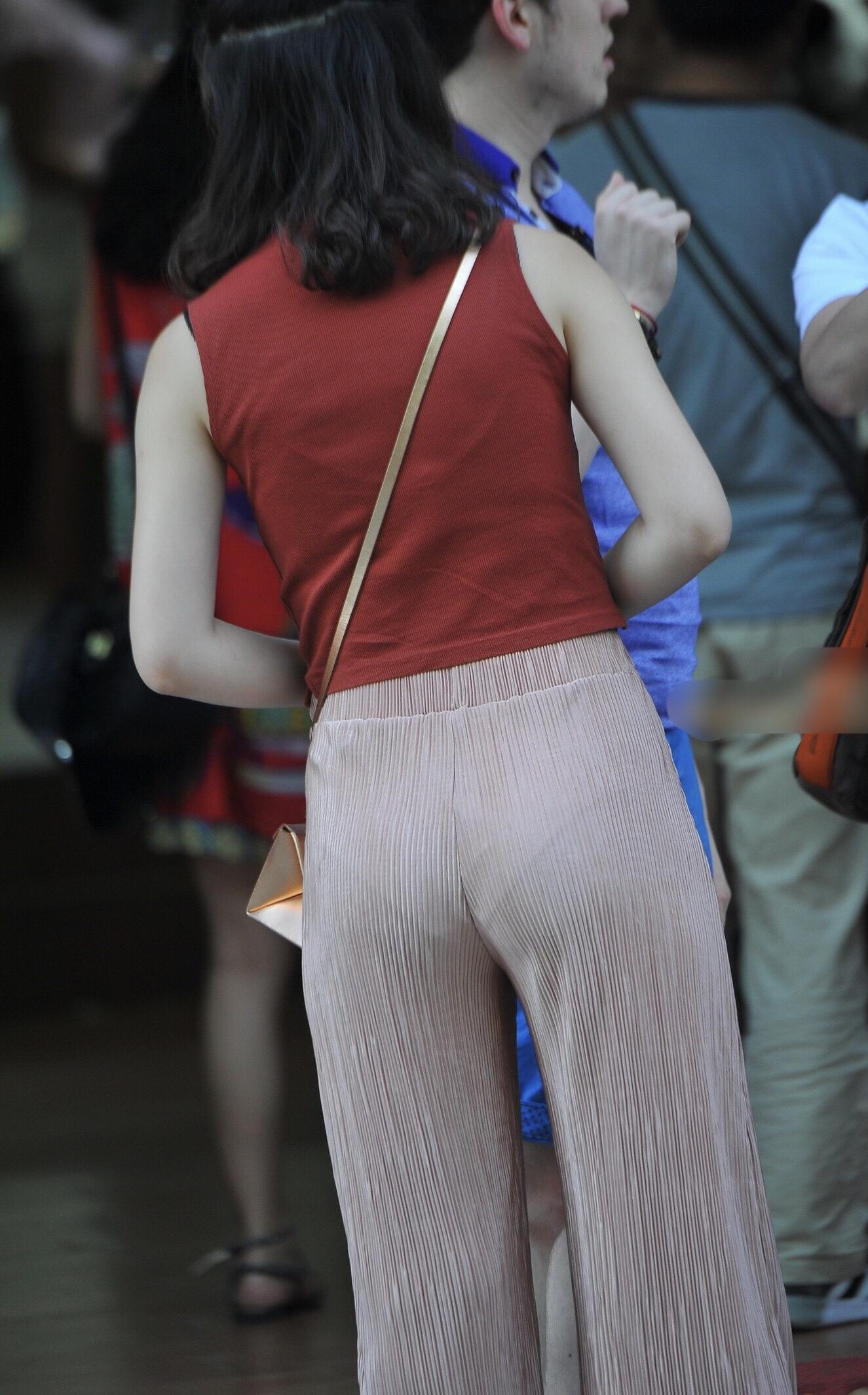 スケパン・スケブラ女子の街撮り素人エロ画像-064