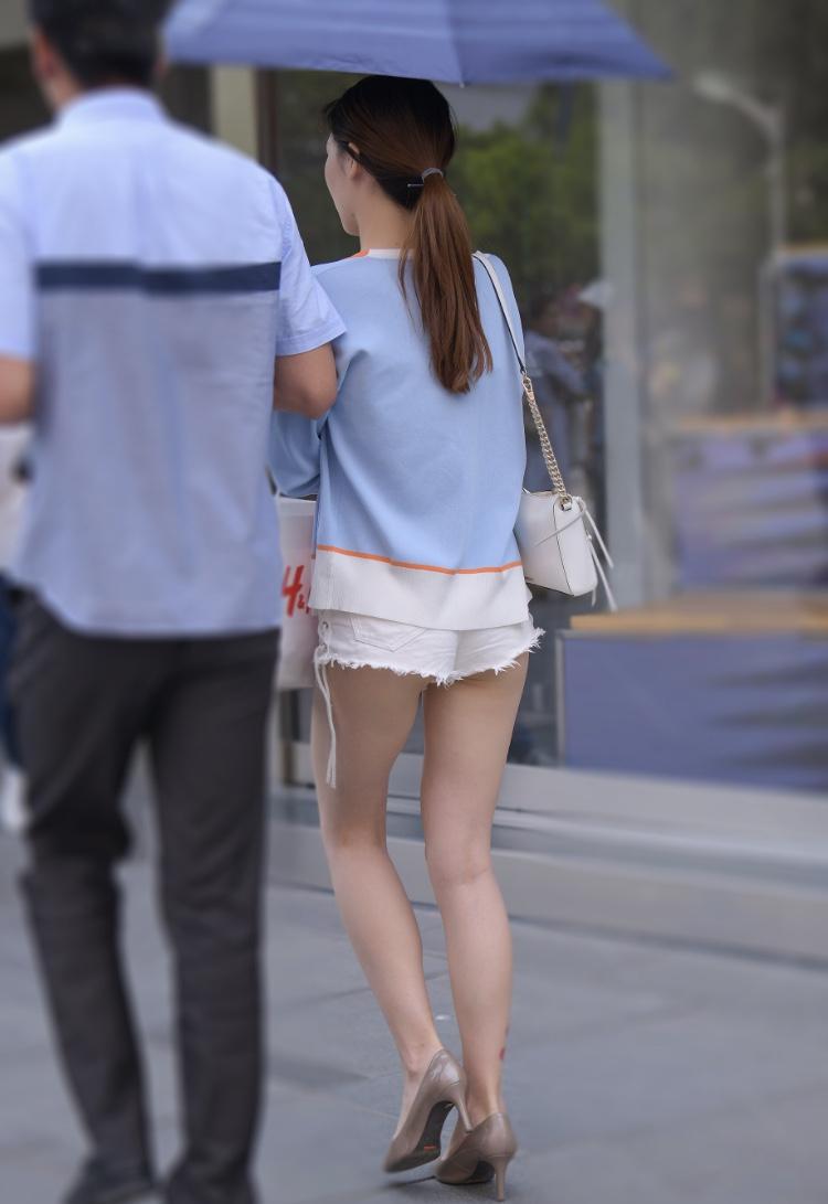 太ももとお尻がエッチなショートパンツ女子の素人エロ画像-034