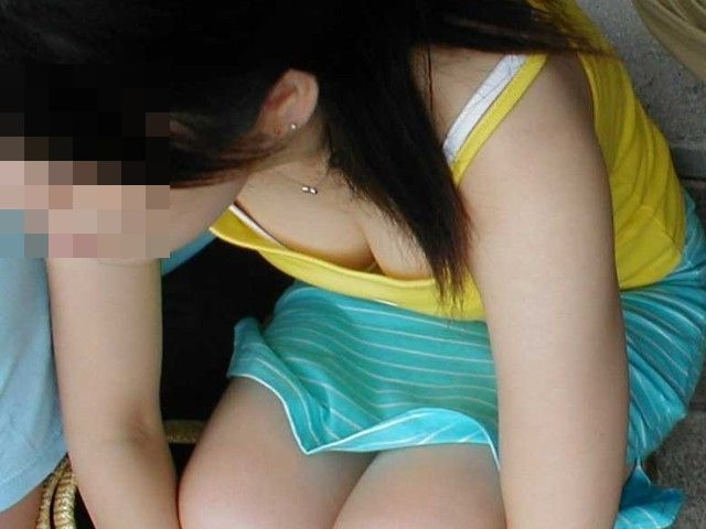 素人女子の胸チラおっぱいエロ画像08