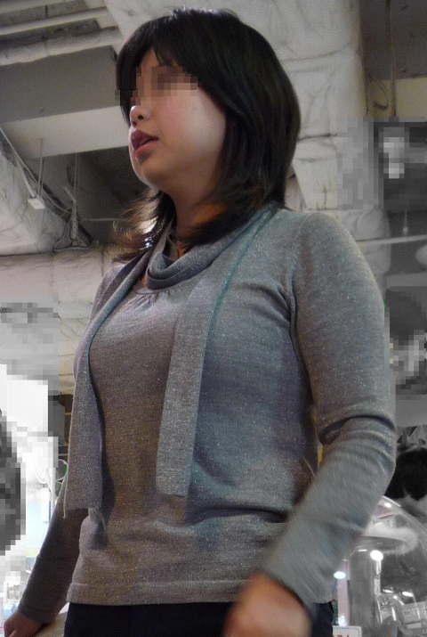着衣巨乳おっぱいの街撮り素人エロ画像16