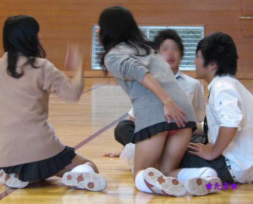 JKのおふざけや学校内盗撮の素人エロ画像19