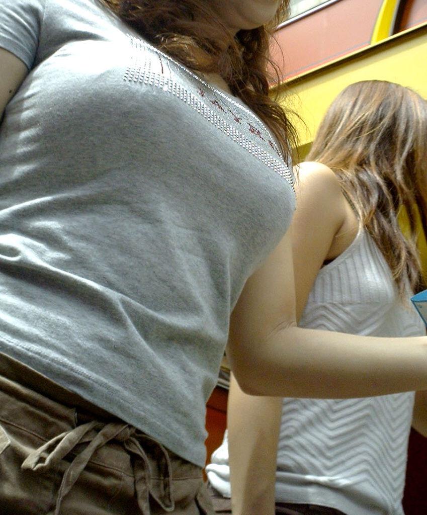 夏に出会った着衣巨乳と胸チラおっぱいの素人エロ画像15