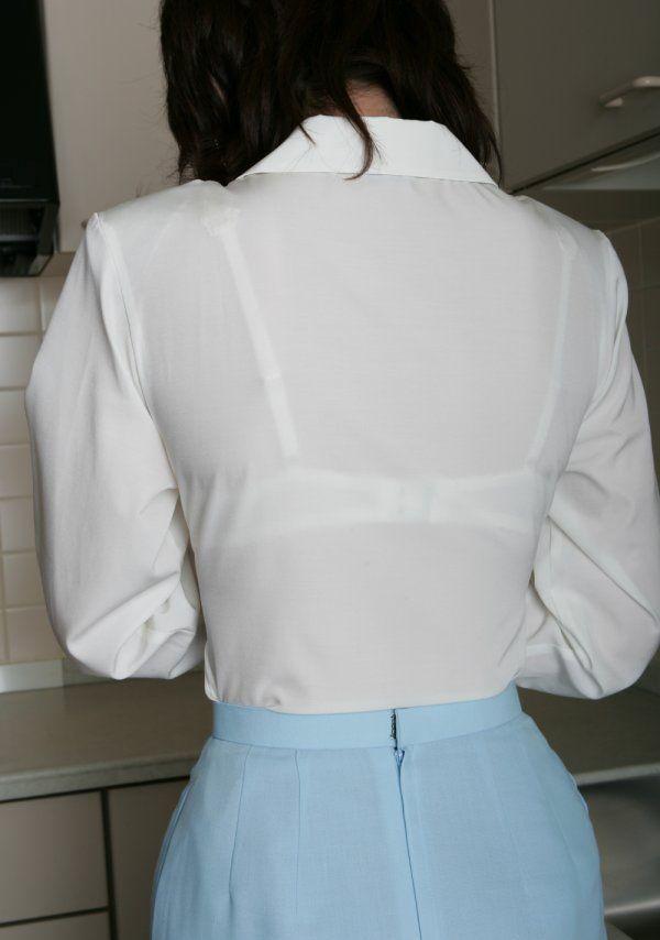 長袖なのに透けブラするお姉さんの素人エロ画像30