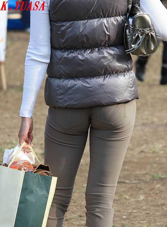 ママさんのピタパンお尻街撮り素人エロ画像4