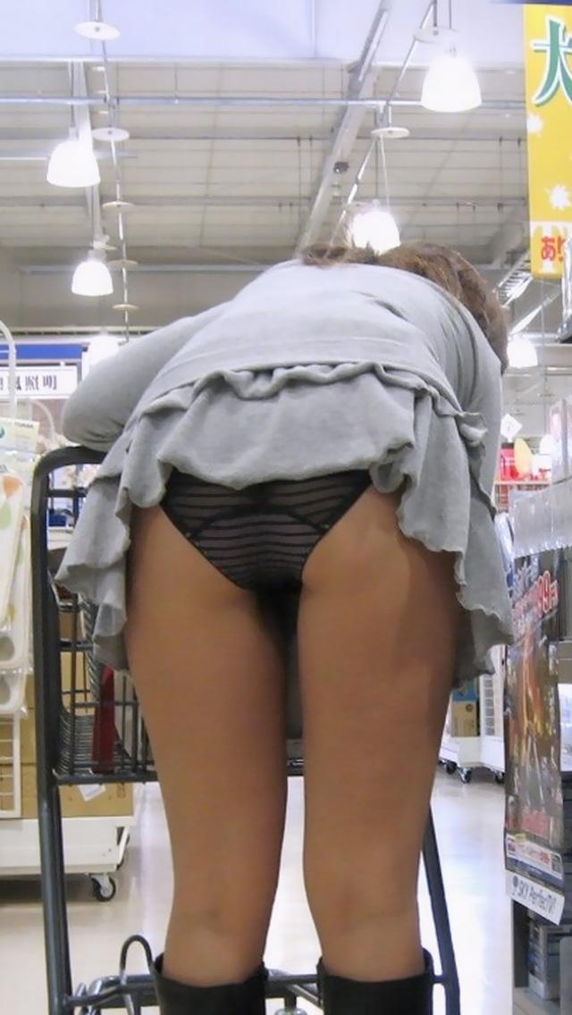 パンチラするために履いている様な短すぎるミニスカ素人エロ画像05