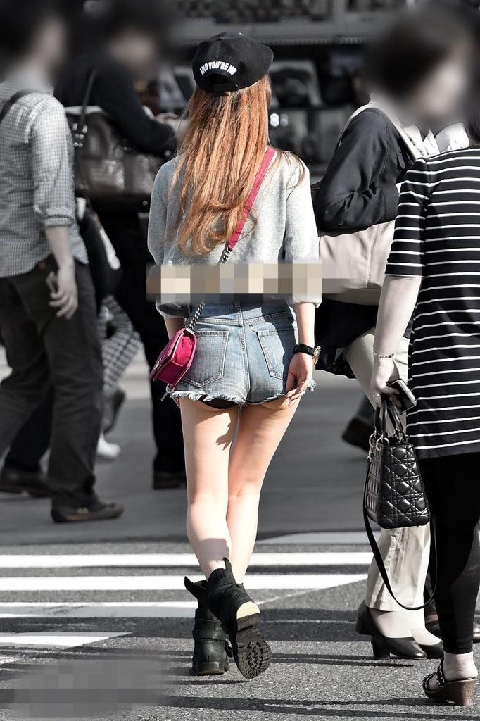 ミニスカやショートパンツから見えるエッチな太もも街撮り素人エロ画像28