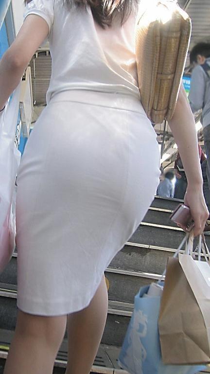 タイトスカートお尻の街撮り素人エロ画像4