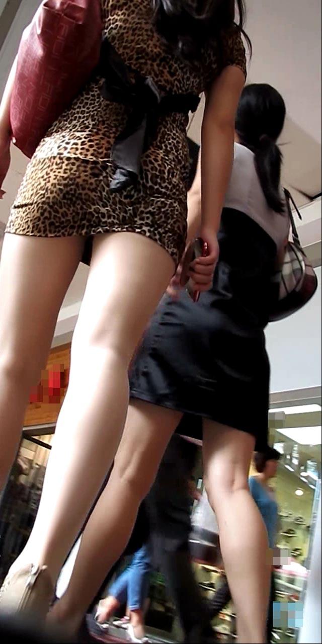 ボディラインと透けパン・透けブラがエロいワンピース女子の街撮り素人エロ画像4