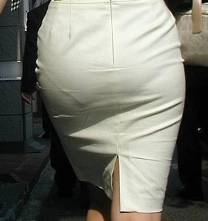 タイトスカートを履いた夏のお姉さんの後ろ姿街撮りエロ画像3