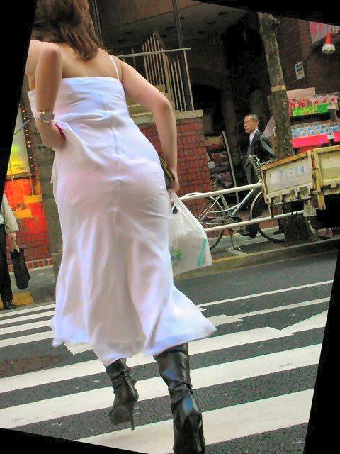 透けパンお尻の街撮り素人エロ画像21
